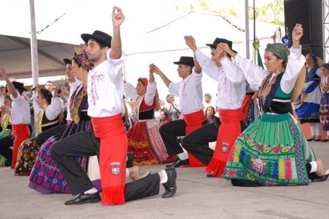 As danças italianas divertem os visitantes
