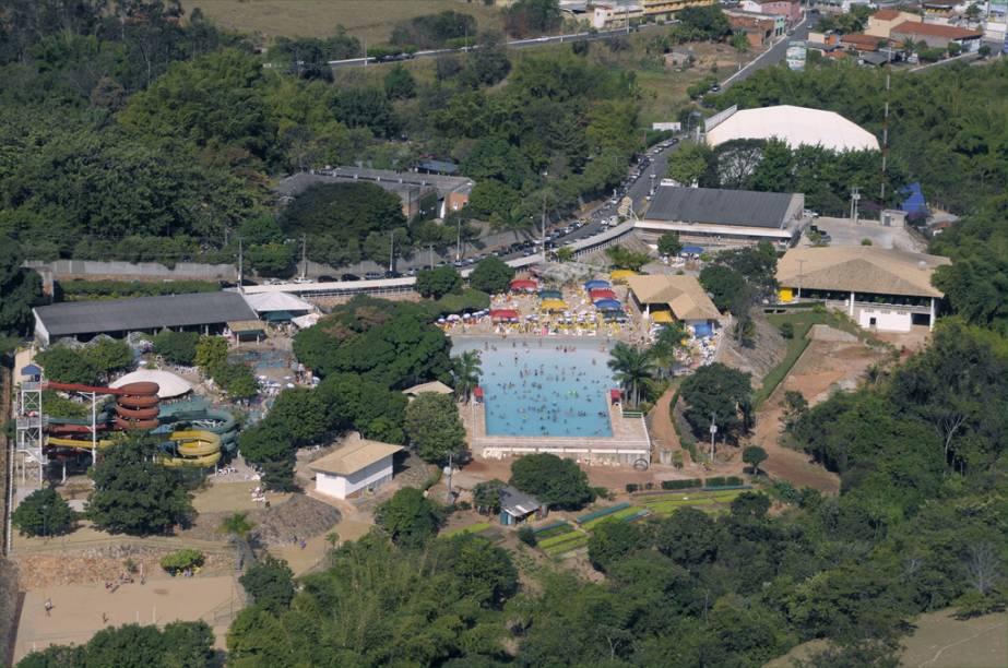 Com piscinas, rios lentos, saunas e toboáguas, os clubes termais de Caldas Novas (GO) são ótimos para crianças e adultos