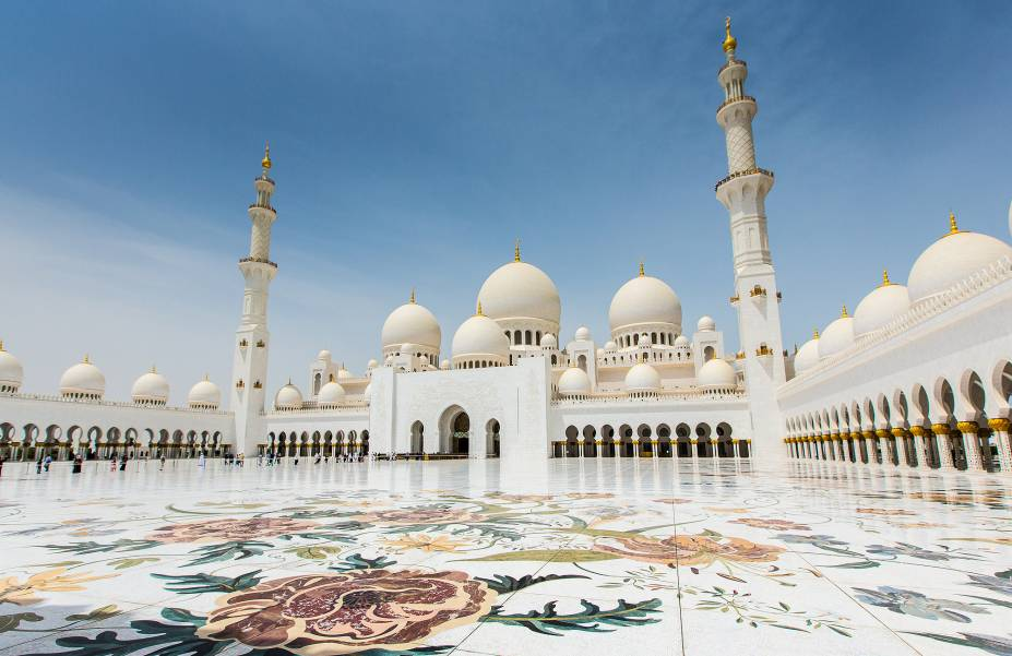 """A Mesquita Sheikh Zayed é """"forrada"""" por toneladas de puro mármore branco"""