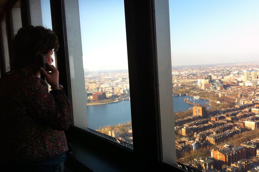 """<a href=""""http://viajeaqui.abril.com.br/estabelecimentos/estados-unidos-boston-atracao-skywalk-observatory"""" rel=""""Skywalk Observatory"""" target=""""_blank"""">Skywalk Observatory</a>, no 50º andar da Prudential Tower. O edifício oferece uma bela visão panorâmica da cidade de Boston, com todos os seus prédios"""