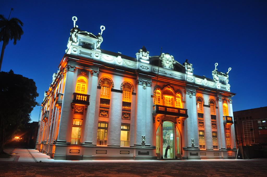 Sede do governo do estado até a década de 80, o Palácio Museu Olímpio Campos preserva alguns móveis originais, rádio e telefone antigos