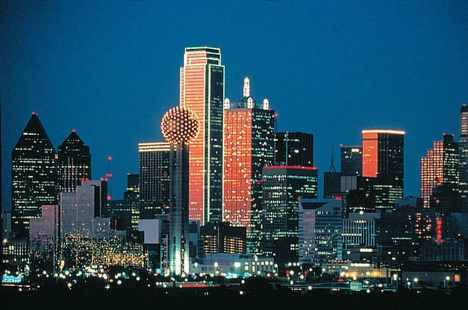 O belo anoitecer da cidade de Dallas, megalópole e importante centro econômico do Texas