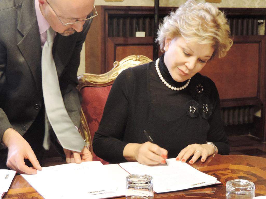 Ministra participa de assinatura de termo cooperação com a universidade de Bolonha
