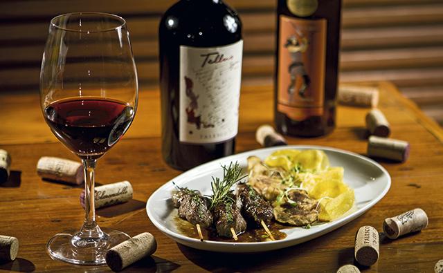 1Taça-de-vinho-do-Bottega-del-Vino,-eleito-O-Melhor-Wine-Bar-pelo-júri-da-revista-Veja-Rio-Comer-e-Beber-2013_2014