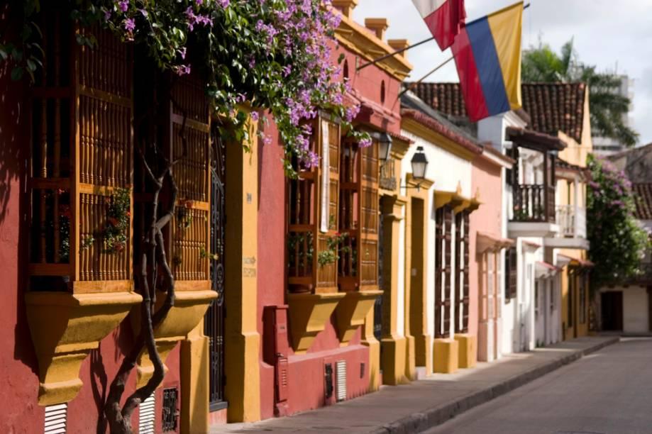 As casinhas com fachadas coloridas e sacadas com flores são um dos símbolos de Cartagena
