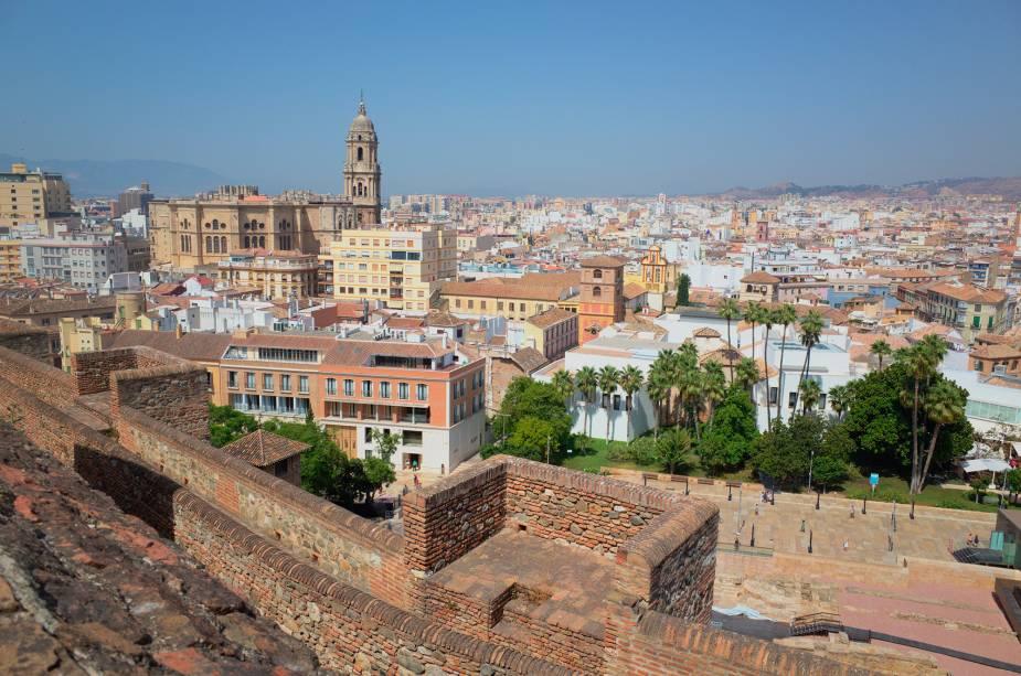 Vista do forte de Alcazaba https://www.flickr.com/photos/worldaroundtrip/20782327502/