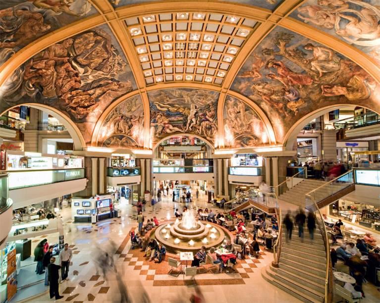 O shopping Galerías Pacífico, endereço incontornável dos brasileiros em Buenos Aires, com lojas como Adidas e M.A.C