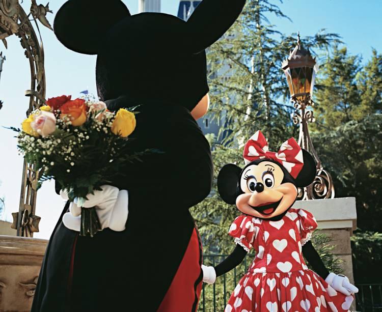 Mickey e Minnie no Magic Kingdom, o primeiro parque do complexo da Disney, inaugurado em 1971