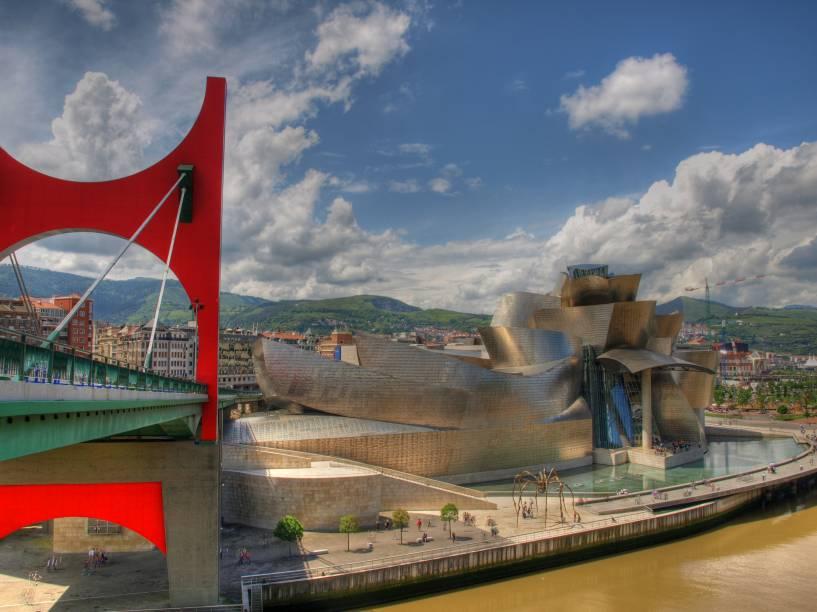 O Museu Guggenheim Bilbao é o principal símbolo da cidade