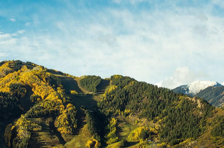 Nas proximidades do resort, há muita badalação com os bares, boates e restaurantes locais, com vista destacada para as montanhas