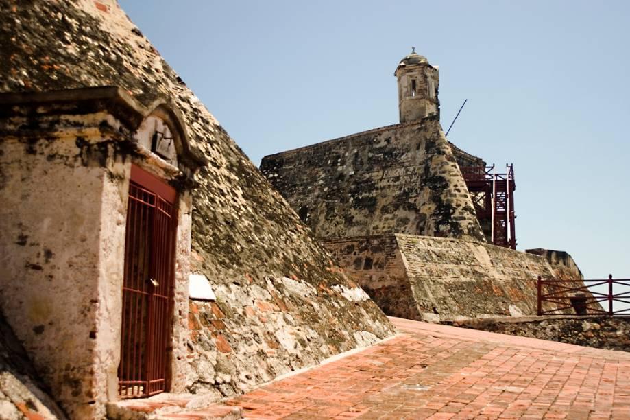 O Castelo de San Felipe é a maior fortaleza de origem espanhola em todo o continente. Sua construção começou em 1536