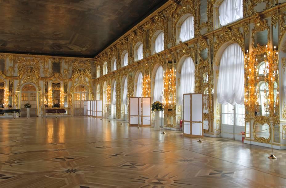 Salão de baile do Palácio de Catarina, onde ocorriam jantares e bailes de máscara da realeza russa