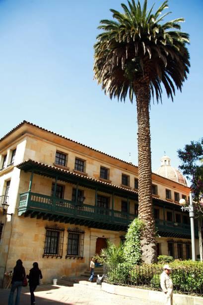 Os prédios coloniais do bairro La Candelaria, no centro histórico da cidade, foram restaurados e valem a atenção do visitante