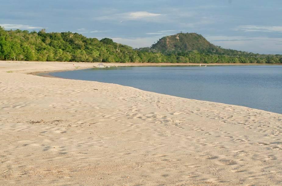Os bancos de areia de Alter do Chão são margeados pelo Rio Tapajós
