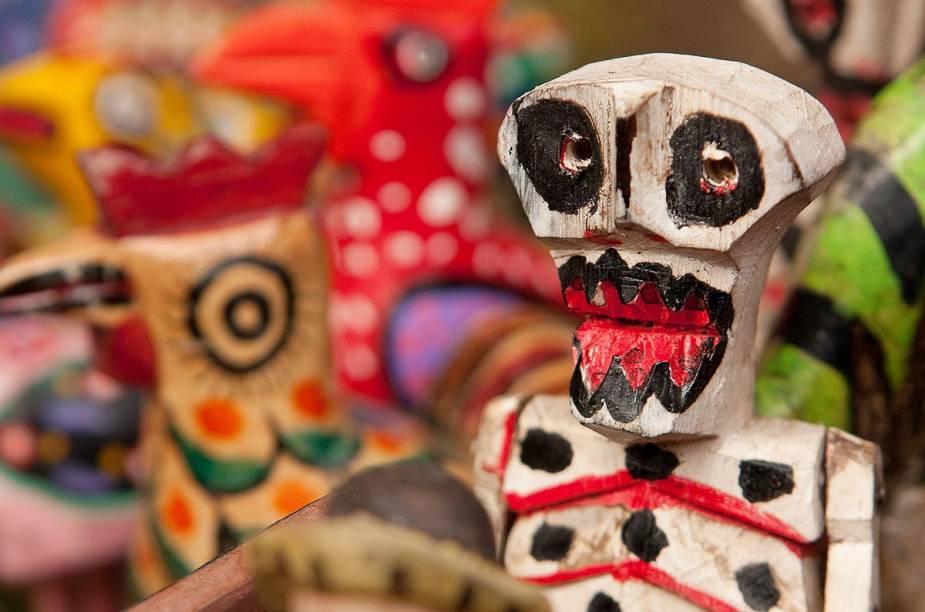 O Dia dos Mortos, 2 de novembro, também é amplamente comemorado em Chichicastenango. Se houver feira na data, é possível encontrar caveiras artesanais à venda, como a da foto