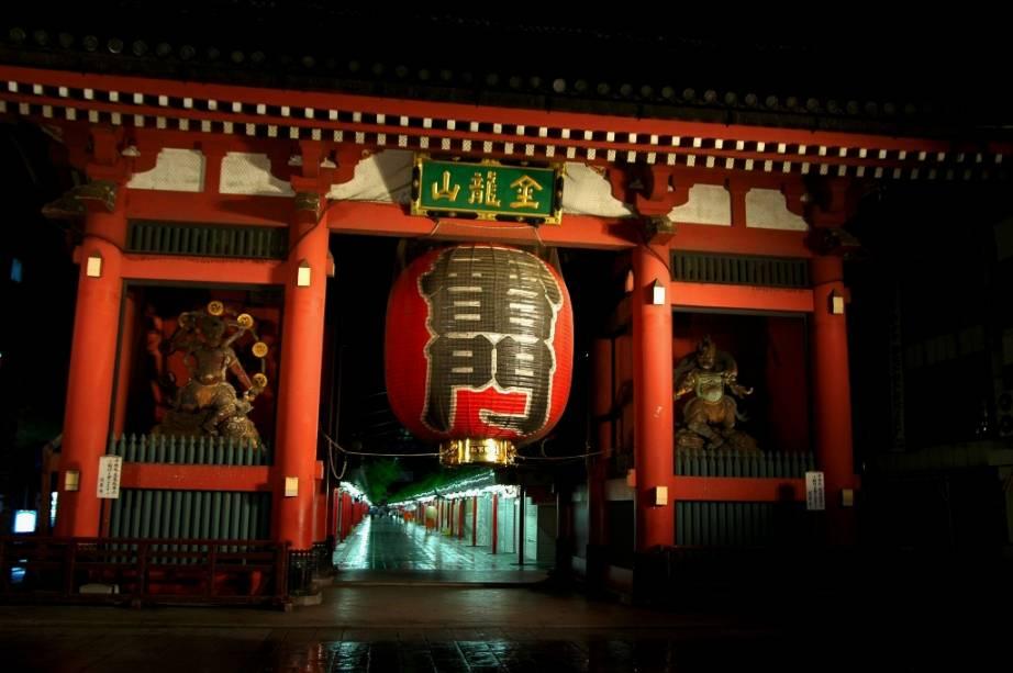 Portal Kaminari-mon, no templo Sensoji, em Asakusa, Tóquio