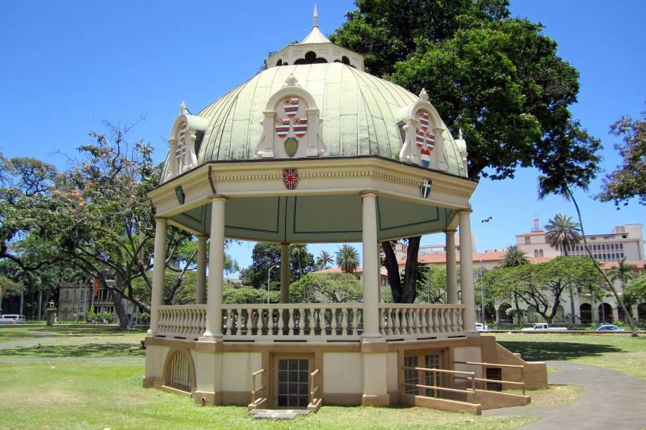 No jardim do Iolani Palace está o coreto construído especialmente para a coroação do rei Kalākaua e da rainha Kapiolani, em 1883. Hoje, o local recebe apresentações musicais esporádicas