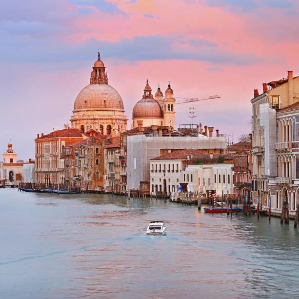 O Grande Canal de Veneza, mais dramático ainda ao pôr-do-sol