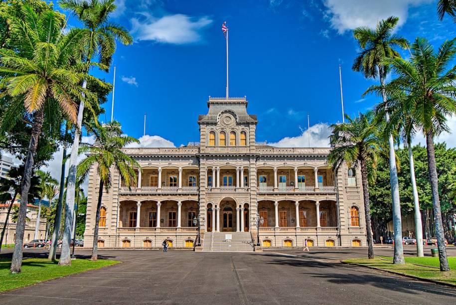 A fachada do Iolani Palace, no centro histórico de Honolulu; para quem quiser conhecer melhor a cultura e a sociedade do arquipélago, o passeio pelo local é obrigatório