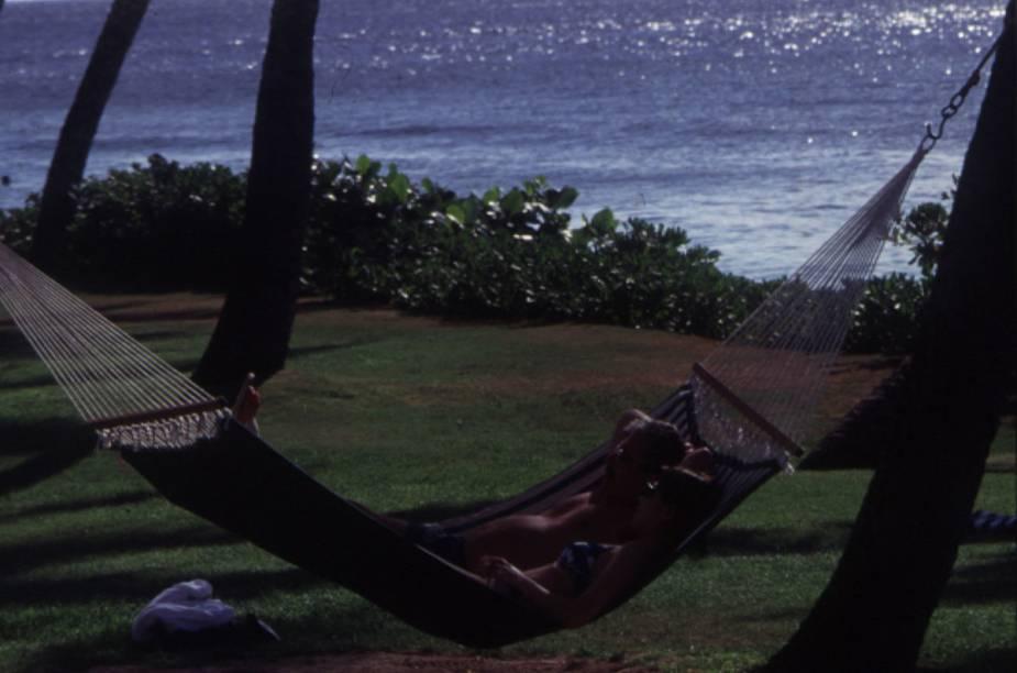 A praia de Big Island, em Honolulu, é puro sossego. A cidade é badalada, mas também reserva belos locais para relaxar