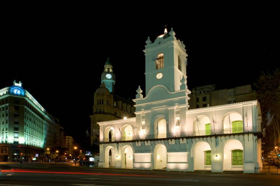 O Cabildo foi a sede da administração colonial da Espanha, em Buenos Aires. Seu museu reúne documentos como a Declaração da Independência, além de móveis, armas e medalhas da época