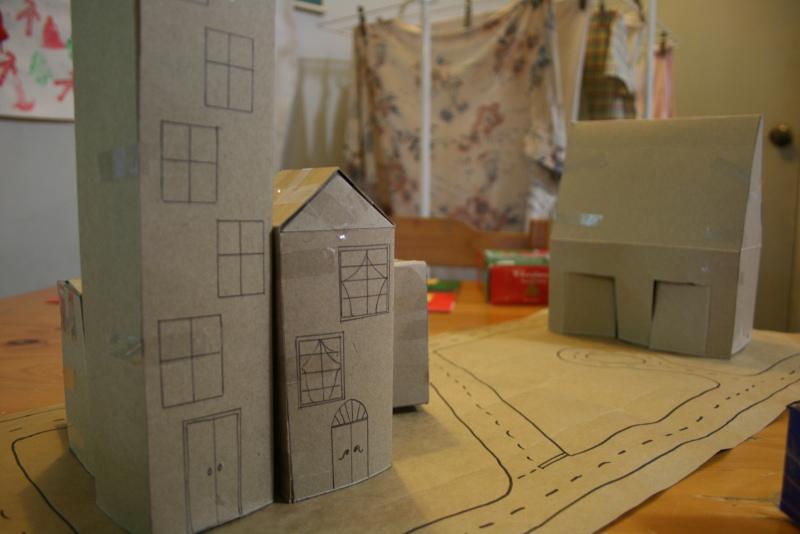 Que tal fazer uma cidade com caixas de papelão? (foto: Davidfntau/Flickr/Creative commons)