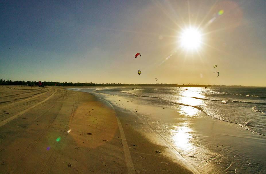 São Miguel do Gostoso (RN) já foi desvendado por wind e kitesurfistas – a Praia de Ponta do Santo Cristo é uma das melhores do país para essas modalidades