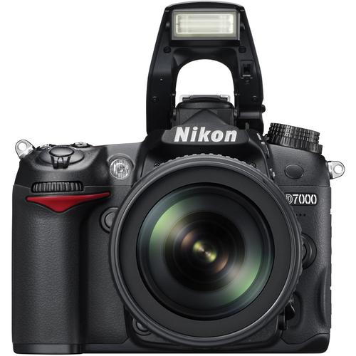 Eu uso uma Nikon D7000, que me acompanha pra lá e pra cá!