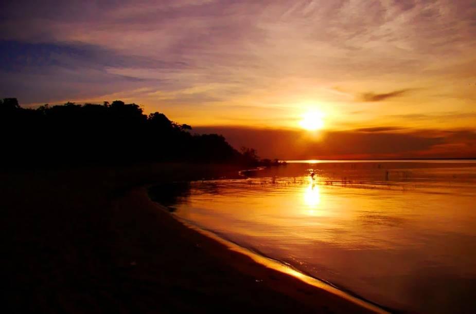 Pôr do sol no Rio Tapajós, em Alter do Chão –as praias do pacato vilarejo atraem visitantes por suas areias finas e águas claras