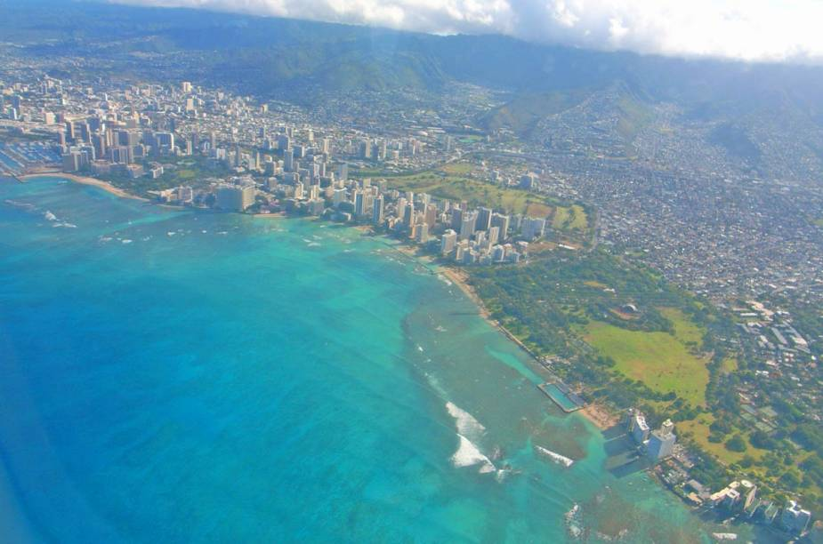 "Vista panorâmica de <a href=""http://viajeaqui.abril.com.br/cidades/estados-unidos-honolulu"" rel=""Honolulu"" target=""_blank"">Honolulu</a>, no Havaí"