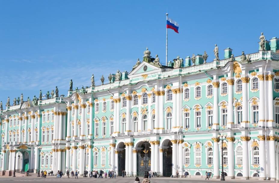 O Museu Hermitage, localizado no Palácio de Inverno, a antiga residência oficial dos czares, abriga uma das maiores coleções de arte do mundo
