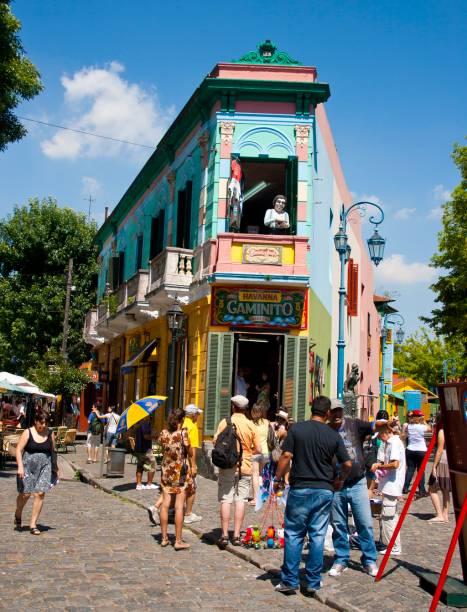 Artesãos expõem seus trabalhos nas ruas de Caminito, no bairro La Boca, um dos cartões-postais da cidade, que também é cheia de lojinhas de suvenires