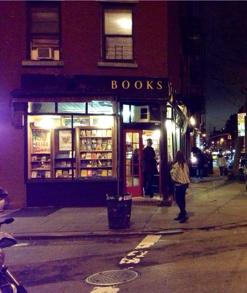 Uma das muitas livrarias de pegada vintage do bairro.