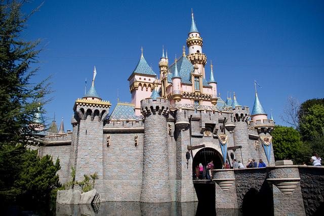 Castelo da Bela Adormecida na Disneyland de Anaheim, na Califórnia (Flickr | Creative Commons - CC BY 2.0 | HarshLight)