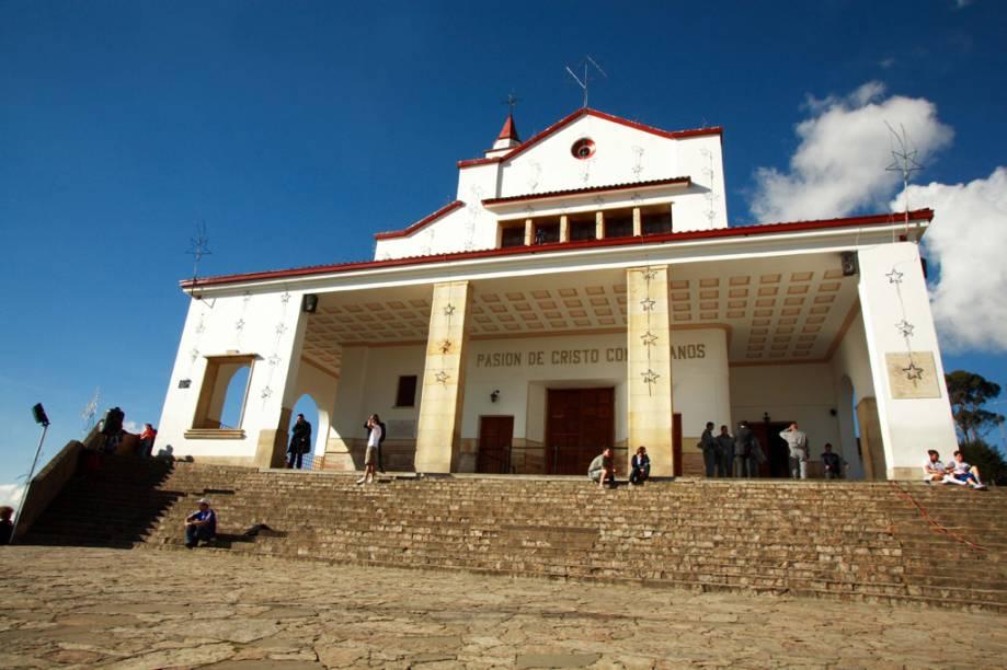No topo do Cerro Monserrate, trilhas levam até o Santuário de Monserrate, erguido no século 17