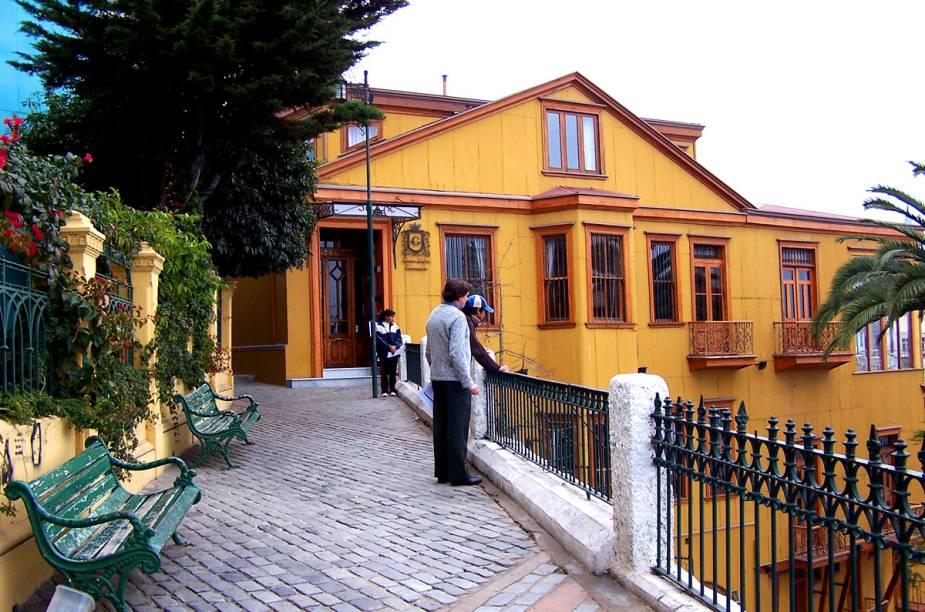 Uma das ruas mais conhecidas de Valparaíso é a Paseo Gervasoni - o visitante pode chegar até lá através do Ascensor Concepción, um funicular que funciona desde 1883 e é declarado Monumento Nacional do Chile