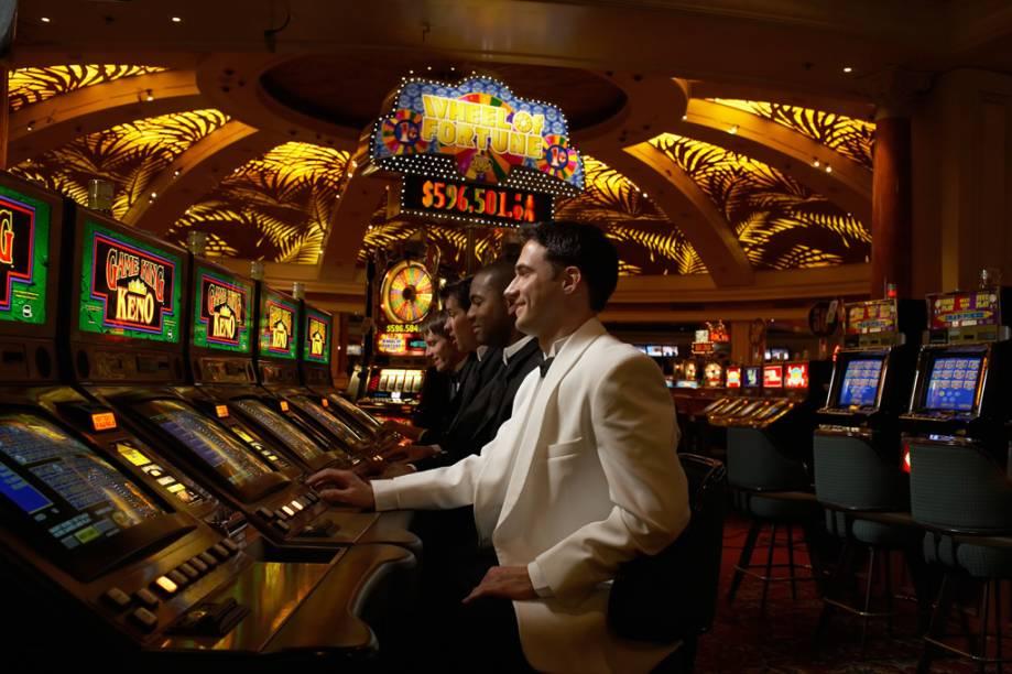 As milhares máquinas de caça-níqueis estão espalhadas por toda Las Vegas e podem ser encontradas até no aeroporto da cidade