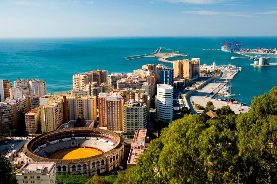 Mais conhecida como a terra natal de Pablo Picasso, Málaga é uma típica cidade costeira espanhola, com belas praias e sua icônica praça de touros