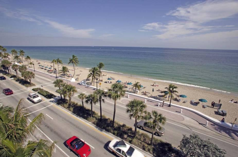 """Considerado um destino popular de veraneio, <a href=""""http://viajeaqui.abril.com.br/cidades/estados-unidos-fort-lauderdale"""" rel=""""Fort Lauderdale"""">Fort Lauderdale</a> é o lar de muitas famílias e aposentados do norte, que se estabeleceram aqui para fugir do frio do inverno e frequentar suas movimentadas praias"""