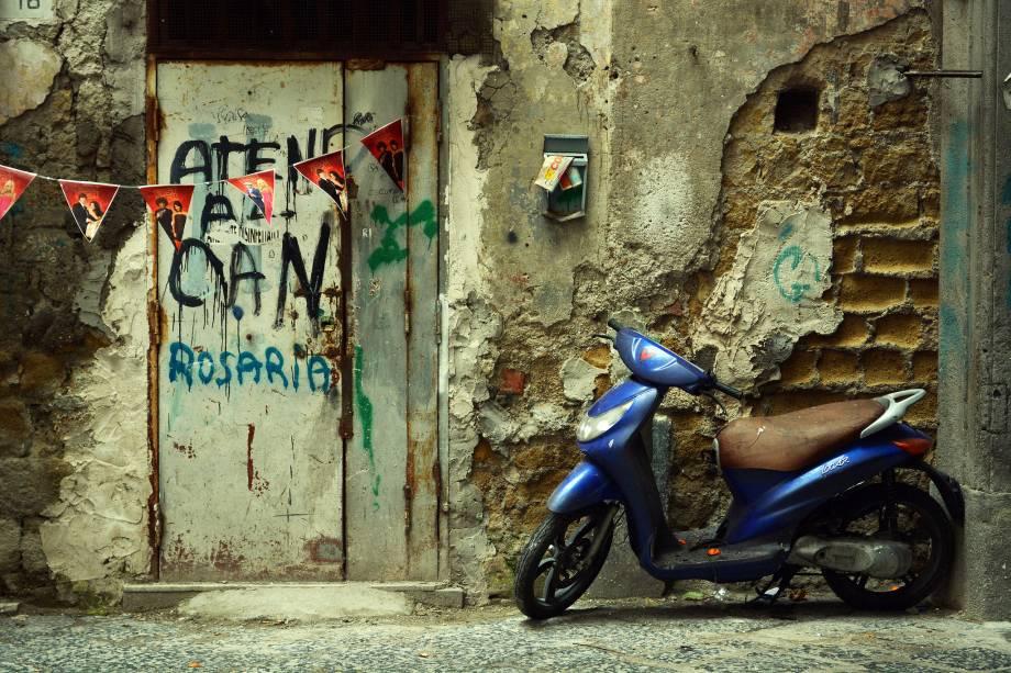 Passear pelos becos de Nápoles é sentir o dia-a-dia do napolitano na pele - bem diferente de um italiano que vive no norte do país