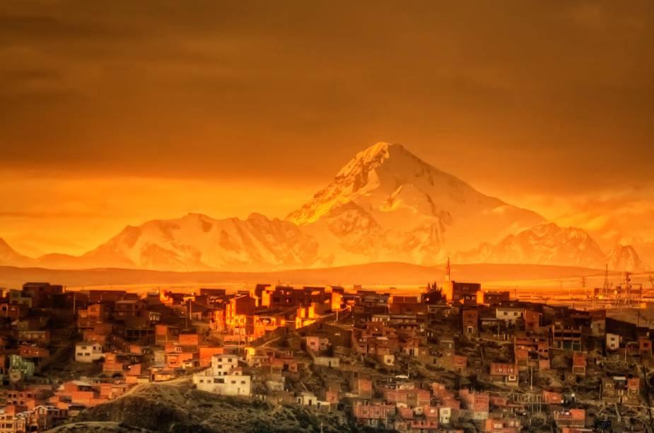A capital da Bolívia foi construída em um vale no meio do altiplano, a 3660 metros de altitude