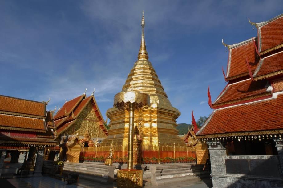 Chiang Mai é a principal cidade do norte da Tailândia e um destino cada vez mais popular entre visitantes de todo o mundo, que vêm em busca de belas paisagens, rica cultura e templos como Wat Phrathat Doi, o mais importante da região