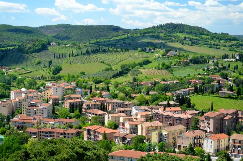 Vista da região vinícola de San Gimignano; das torres que foram construídas, hoje só resta cerca de um quinto das mais de setenta que chegaram a ser levantadas por famílias rivais –, de onde se pode contemplar as belezas toscanas
