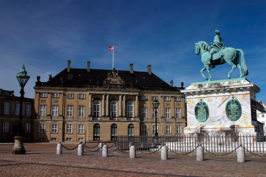 Palácio Amalienborg, em Copenhague, é uma das sedes da casa real dinamarquesa