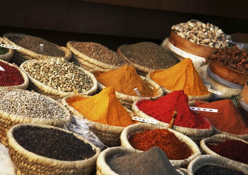 Coloridas e variadas especiarias são uma das marcas registradas dos tradicionais mercados do Egito