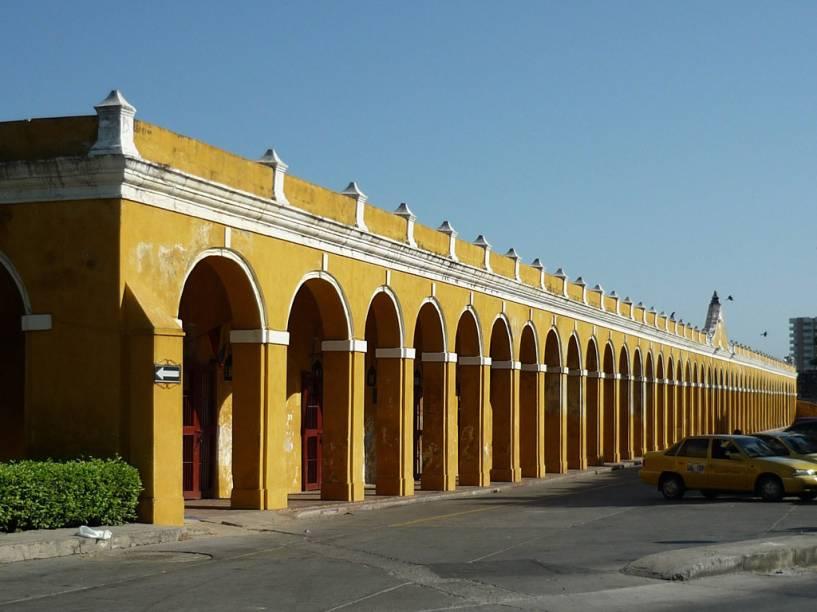 Las Bóvedas, famosas por seus 47 arcos do período colonial, foram construídas para ser um quartel. Após uma restauração, o local hoje abriga bares e galerias de arte