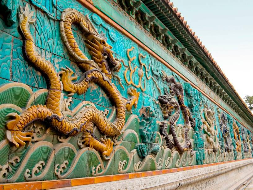 O muro dos Nove Dragões, na Cidade Proibida de Pequim, fica junto ao palácio da Tranquila Longevidade, tendo sido construído no século 18