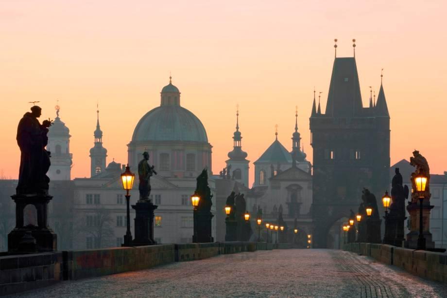 Karluv Most, a bela Ponte Carlos que une os bairros de Mala Strana e Stare Mesto, em Praga