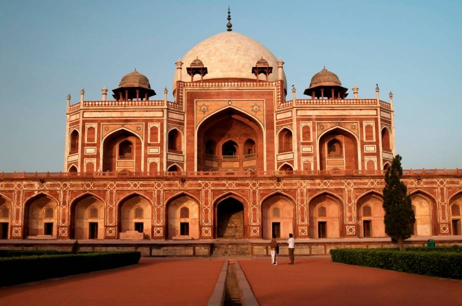 A tumba do imperador mogol Humayun, em Nova Délhi, estabeleceu a fundação para as linhas arquitetônicas de mausoléus como o Taj Mahal, em Agra