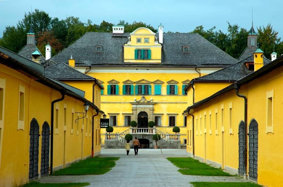 O Palácio Hellbrunn era uma vila de descanso de verão para os arcebispos de Salzburgo. Suas divertidas fontes e seus edifícios barrocos do século 17 fazem do lugar um dos passeios favoritos na cidade
